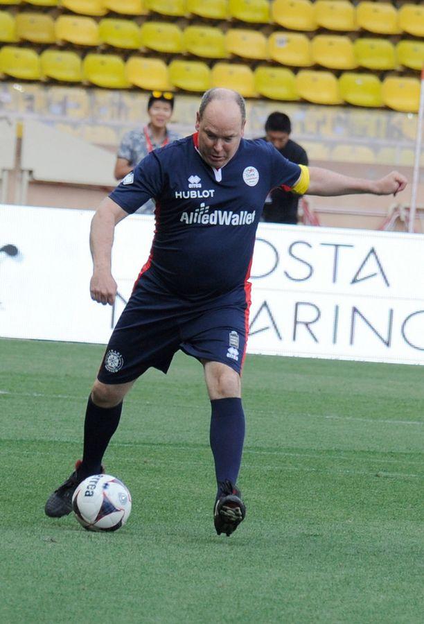 Ruhtinas Albertin otteista näki, että hän on innokas jalkapalloilija.