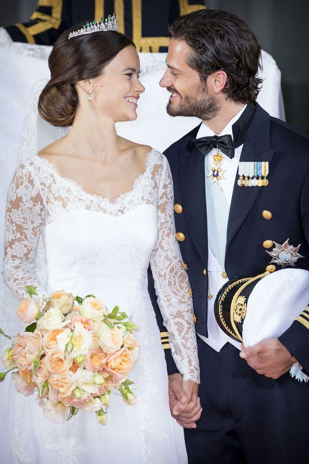 Sofia ja Carl Philip kohtasivat toisensa ensimmäisen kerran vuonna 2009. Virallisesti pariskunta muutti yhteen vuonna 2011.