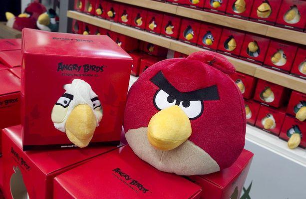 Angry birds -videopelistä tutut linnut tunnistaa yrmyistä ilmeistä.