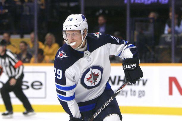 Patrik Laineen Winnipeg kohtaa Vancouver Canucksin.
