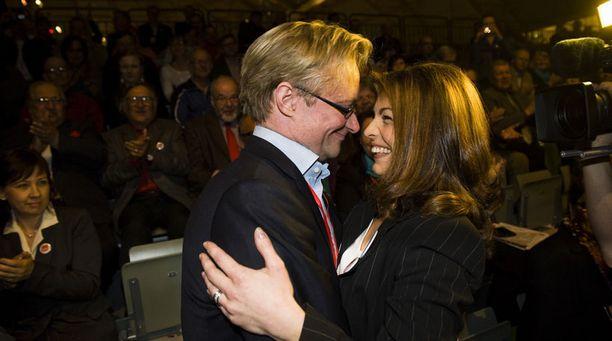 Mikael Jungnerin vaimo Maria onnitteli aviomiestään puoluesihteerin paikasta.