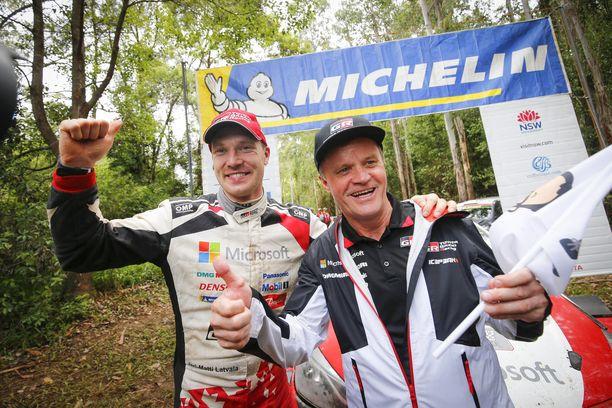 Ott Tänakin lähdettyä Toyotalta Jari-Matti Latvalan (vasemmalla) asema sopimusneuvotteluissa saattoi parantua. Tommi Mäkisen talli ei ole vahvistanut vielä ainuttakaan kuljettajaa ensi kaudeksi.
