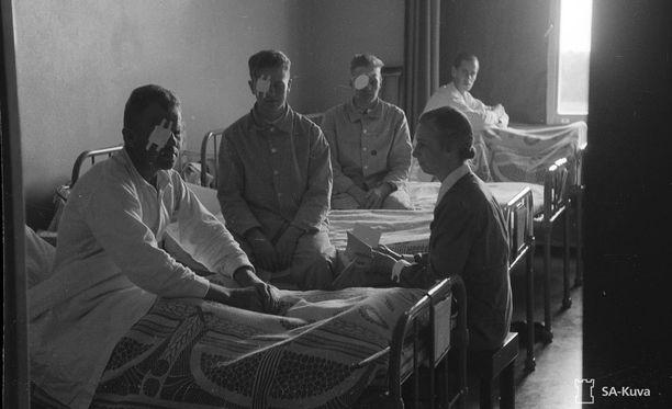 Sota-aikoja muistellaan arkistomateriaalin ja dramatisoitujen kohtausten avulla.