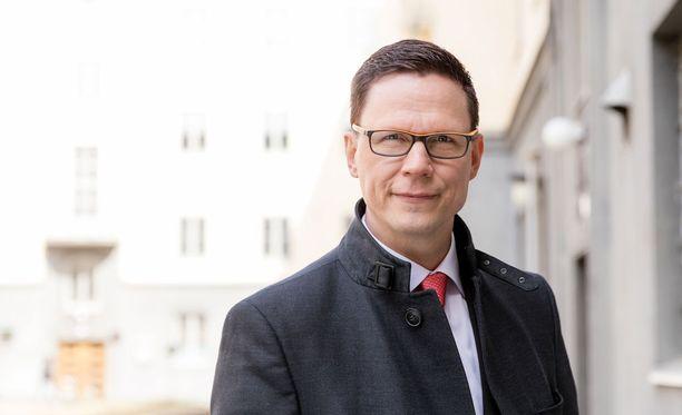 Tasa-arvovaltuutettu Jukka Maarianvaara valvoo työkseen tasa-arvolain noudattamista.