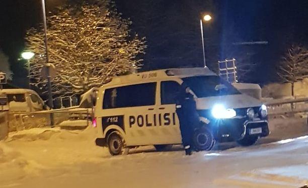 Paikalla oli useita poliisin partioita.