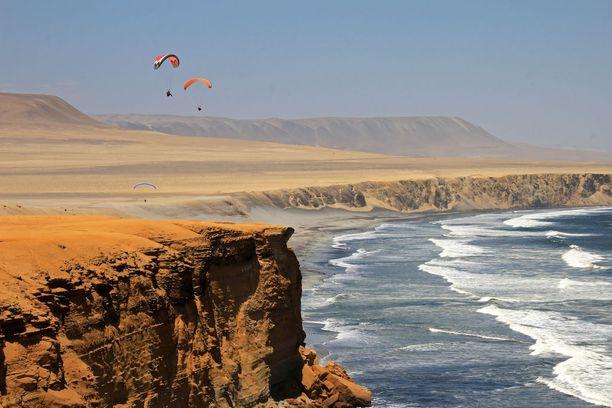 Paracasin komeat rantakalliot Perussa.