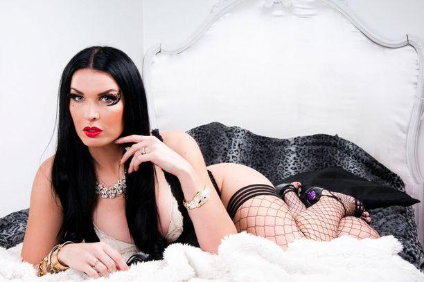 Sini Tarkkinen on tänäkin vuonna tuomarina Miss Pin up UK -kisassa ja Miss Pin up International -kisassa.