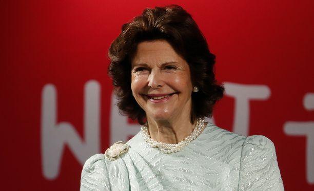 Kuningatar Silvia on ostanut vappukukan joka vuosi 70-luvulta lähtien.