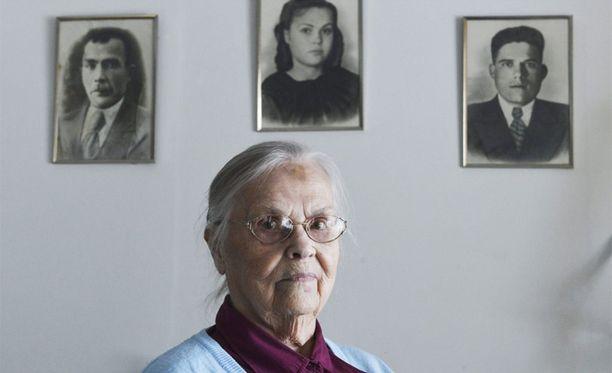 Vahva tunne suomalaisista sukujuurista ei estänyt Eila Kalininaa olemasta kunnon neuvostokansalainen: Neuvostoliitto palkitsi hänet useilla kunniamerkeillä.