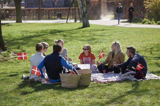Tanskalaiset ovat kunnioittaneet koronarajoituksia kauniista kevätpäivistä huolimatta.