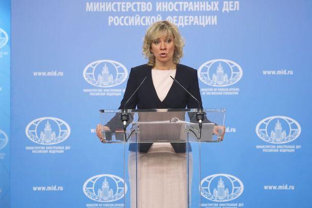 Venäjän ulkoministeriön virallinen edustaja Maria Zaharova pitää pelottavana sitä, että Boris Johnson edustaa ydinasemaata.