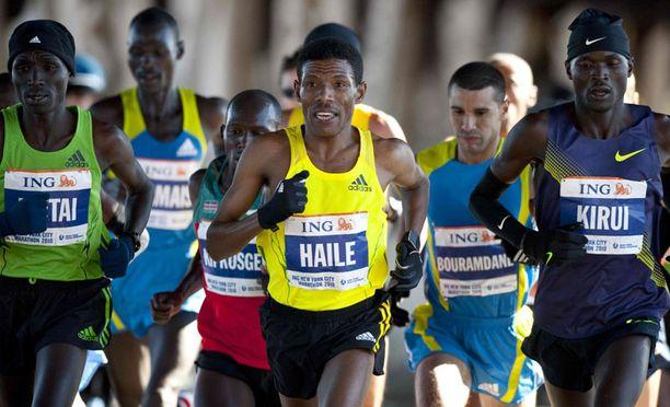 Haile Gebrselassie New Yorkin maratonilla. Juoksu jäi kuitenkin kesken.