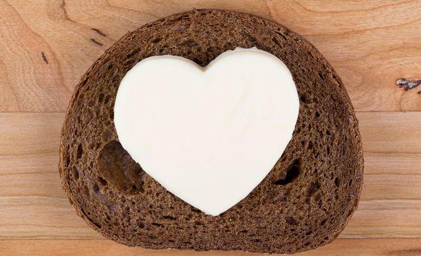 Runsaan voin sijaan leivän päälle kannattaa sipaista kasvirasvalevitettä.