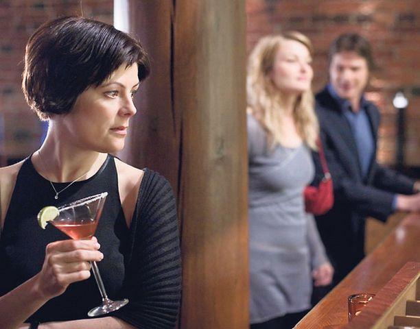 VIIHDETTÄ Toinen nainen natisuttaa avioliittoa Peter Lindholmin elokuvassa.