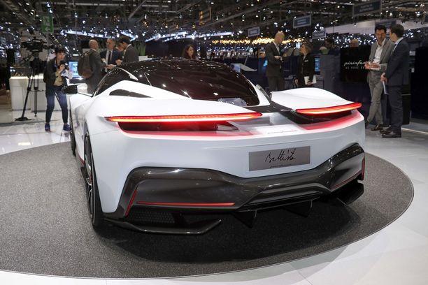 Vaikka kyseessä on täyssähköauto, takaosan muoto on kuin takamoottorisessa superautossa.