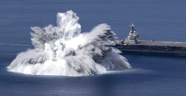 """Aluksen räjähdyskestävyyttä on testattu tietokonemallinnuksilla, mutta laivasto halusi myös """"oikeaa"""" dataa."""