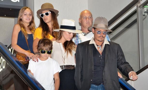 Kuvassa Johnny Deppin lapset Jack ja Lily-Rose vuonna 2013 isänsä ja tämän silloisen kumppanin Amber Heardin kanssa.