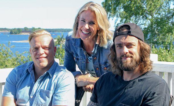 Jaakko Mannisen (vas.) lisäksi Ella Kannisen vieraana nähdään ex-kiekkoilija Ville Leino.