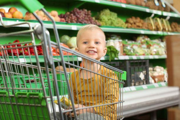 Pikku Vili teki ruokakaupassa havainnon, joka nolostutti isää. Kuvituskuva.