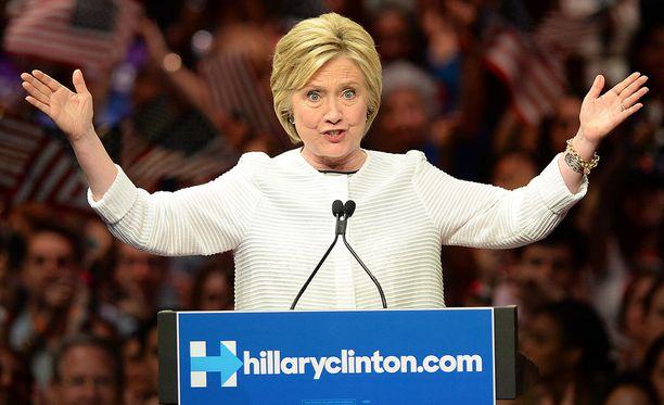 Vaikka Trump onkin vienyt möläytyksineen presidenttiehdokaskilvassa suurimman huomion, ei demokraattien presidenttiehdokas Hillary Clintoninkaan tie ole ollut kaikkein tasaisin.