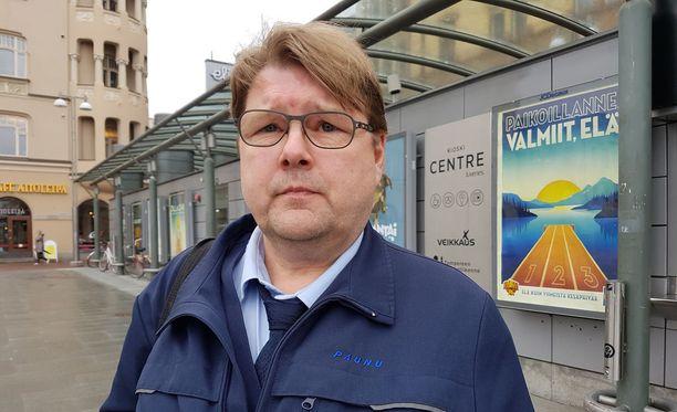 Jukka Kujansuu on ajanut bussia 28 vuotta.