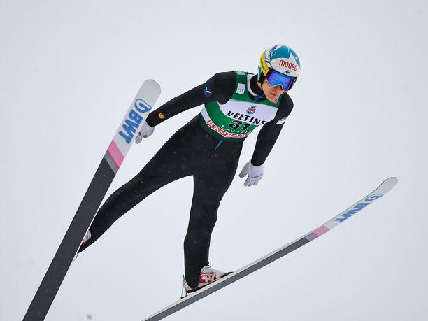 Antti Aallon hyppy kantoi vain 101,5 metriä sunnuntaina.