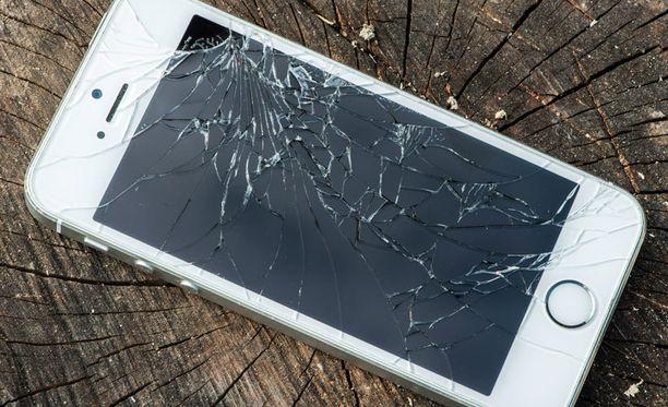 Tutkimuksen mukaan iPhonen omistaja rikkoo puhelimensa todennäköisemmin kuin Androidin omistaja.