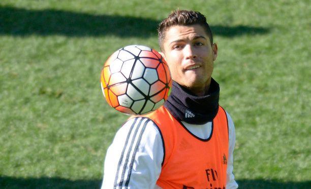 Cristiano Ronaldon (kuvassa) ja Rafael Benitezin välit puhuttavat.