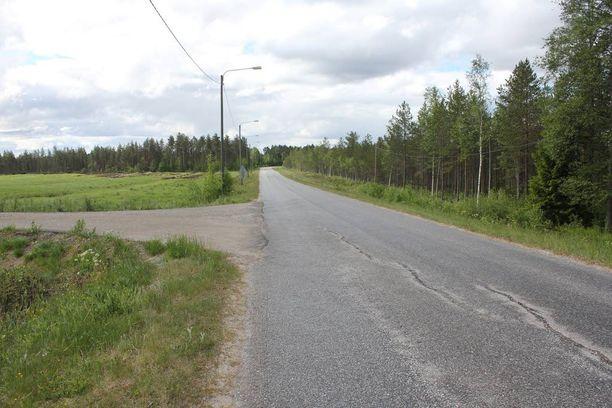 Kuusivuotias tyttö löydettiin Mannisentien varrelta Rasinkentän tiehaaran lähettyviltä vakavasti loukkaantuneena.