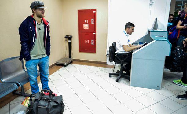 Linus Omarkin boarding card oli hetken hukassa Hanti-Mansijskin lentokentällä.