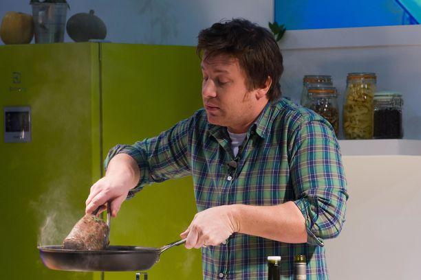 Julkkiskokki Jamie Oliverin 23 ravintolaa joutui konkurssiin.