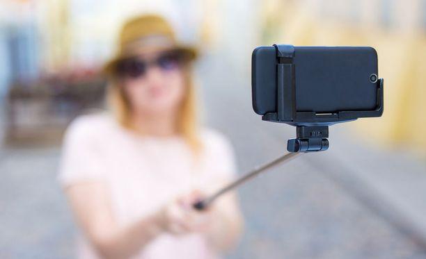 Selfie on maksanut joillekin epäonnisille hengen. Kuvituskuva.
