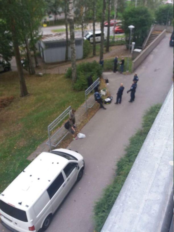 Poliisi kutsui paikalle nopeasti myös rikostutkijat.