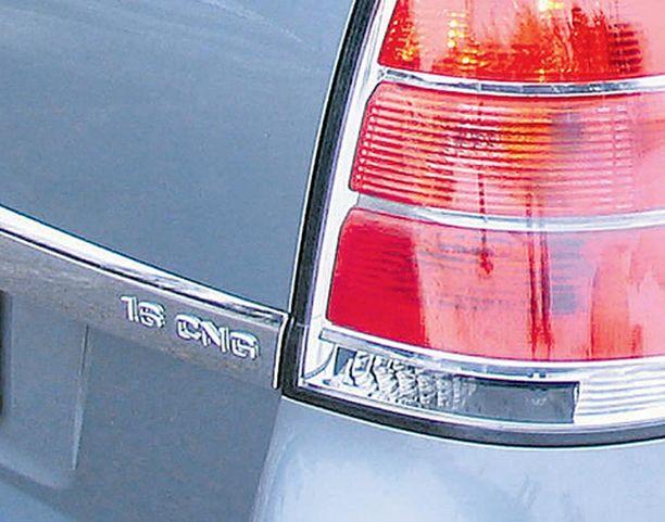 KAVALLUS Ulkoisesti Opel Zafira ei erotu tavallisista autoista - vain CNG -logo takapellistä kavaltaa auton.