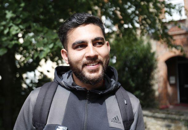 Olisiko täällä rugbykisat, tuumaa Ghayoor Sajjad.
