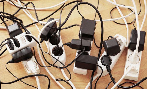 Moitteita saaneiden sähkölaitteiden listalla on muun muassa useita usb- ja verkkovirtalatureita.