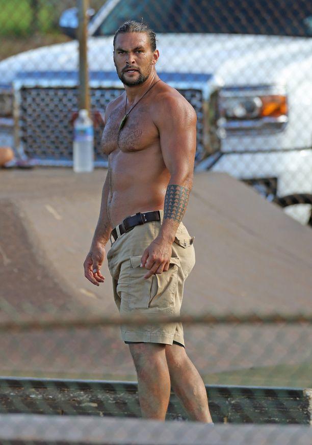 Liki kaksi metriä pitkä Jason Momoa oli soturipäällikkö Khal Drogon roolissa varsin näyttävä.