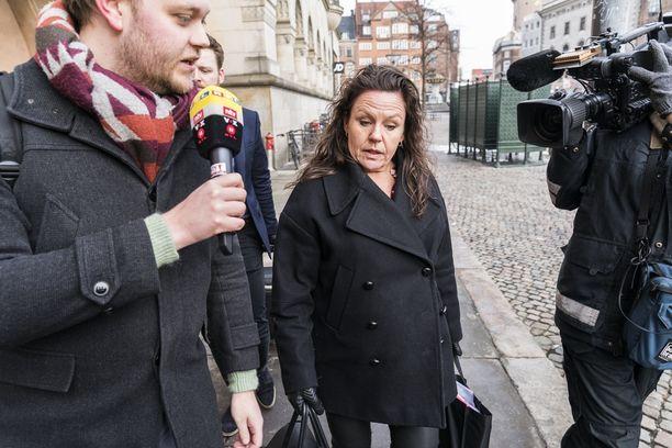 Madsenin puolustusasianajaja Betina Hald Engmark kyseli oikeudessa yksityiskohtia Madsenin rakastajattarista ja vaimosta.