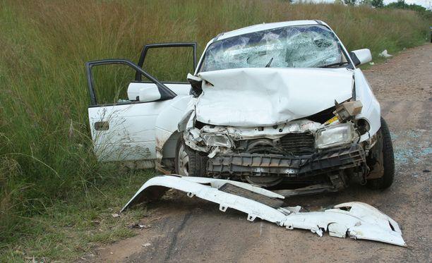 Liikennevakuutuskeskus ehdottaa onnettomuuksien ehkäisemiseksi ajoterveyden valvonnan kehittämistä ja potilaiden terveystietojen parempaa kokonaisvaltaista hallintaa. Kuvituskuva.