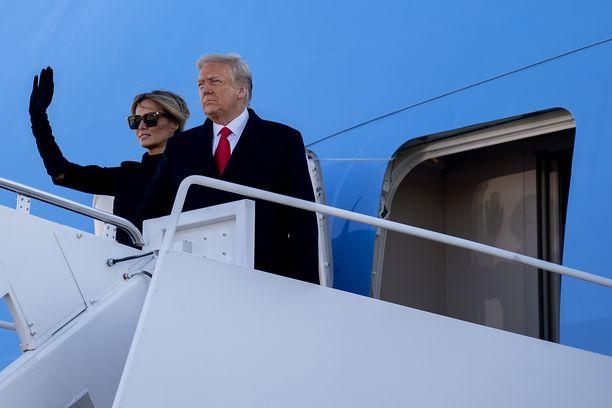Edustus presidenttimiehen vierellä on vaihtunut kylpyläelämään Floridassa.