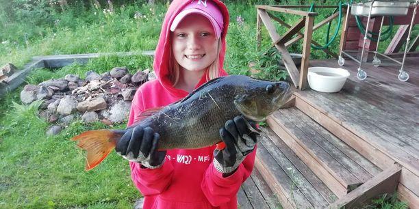 Ella Arrelo, 10, innostui ison saaliin jälkeen entistä enemmän kalastuksesta.