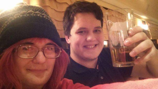 Hailey Nelson (vasemmalla) joutui murhatuksi kihlajaispäivänään maanantaina Yhdysvalloissa. Suomessa asuva Kristian Tyrn (oikealla) kaipaa Haileya suunnattomasti.