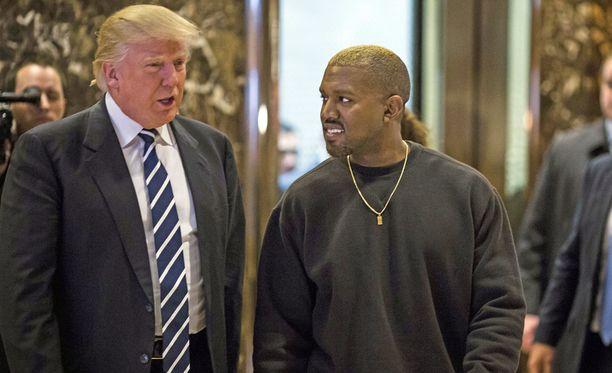 Trumpin ja Westin tapaaminen sujui leppoisissa merkeissä.