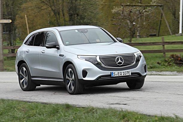 Sähköinen Mercedes poikkeaa keulan ilmeeltään polttomoottorimalleista.