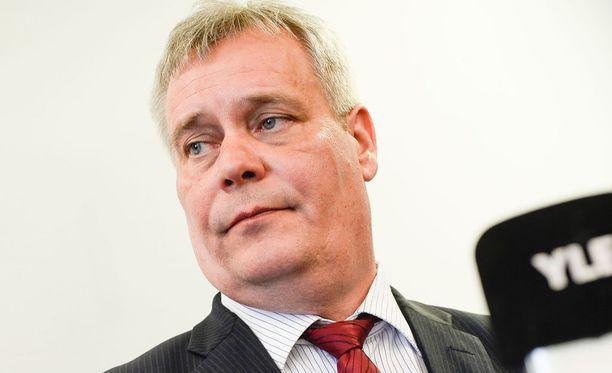 Antti Rinne sanoo, että pääministeri on töpeksinyt median kanssa.