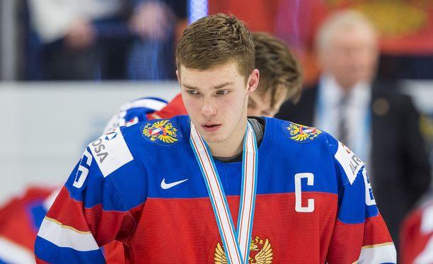Vladislav Kamenev raivostui Suomen 3-2-johtomaalista. Ulosajonsa ja tappion jälkeen hän kävi kuitenkin hakemassa hopeamitalin.