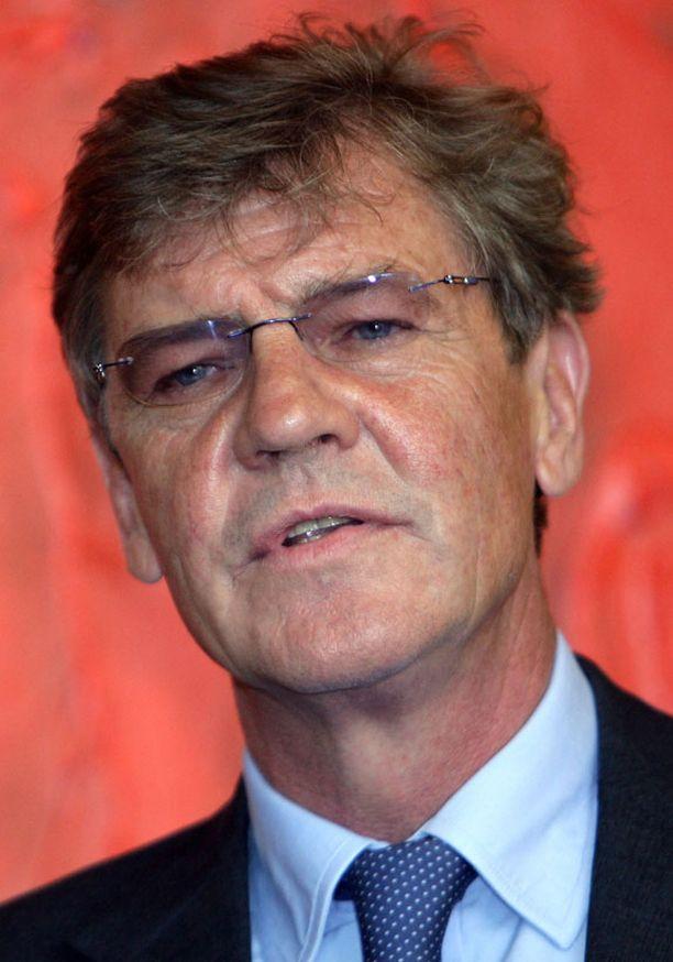 Ernst August sai Monacon Carolinen aviovaimokseen 1999. Nyt onni on ohi.
