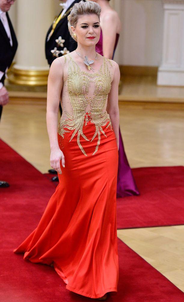 Kansaneudustaja Susanna Koski pukeutuu rohkeasti juhliin. Tässä viime vuoden tyylinäyte.