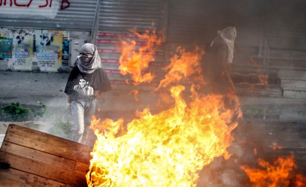 Jo elokuusta lähtien eri puolilla Turkkia on järjestetty mielenosoituksia turkkilaisten ja itsenäistä Kurdistania vaativien ihmisten välillä.