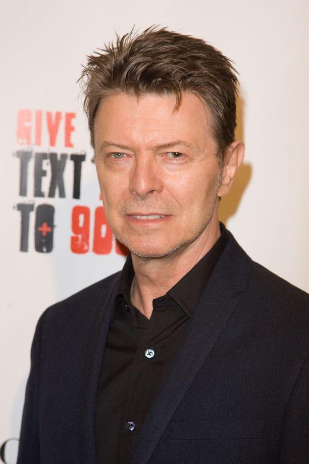 David Bowien ex-vaimo kirjoittaa kirjaa, jossa kuvailee kaunista suhdetta hänen, Bowien ja tämän rakastajattaren välillä.